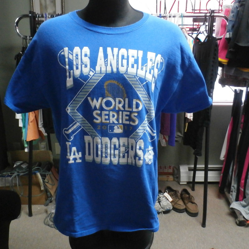 "LA Dodgers 2017 WS, Blue, Size: XL<br /> Los Angeles Dodgers World Series 2017 Shirt size XL blue Men's 30558<br /> Our Clothes Rating: 3- Good Condition<br /> Brand: Gildan<br /> size: Men's Large- (Chest: 22"" Length: 29"")<br /> color: Blue<br /> Style: screen pressed short sleeve shirt<br /> Condition: 3- Good Condition- slightly worn and faded; light pilling and fuzz; material is slightly stretched out from washing and use; fuzz on the fabric; wrinkles; faded; small stain on the right bottom of shirt ;<br /> Shipping: FREE<br /> Item #: 30558"