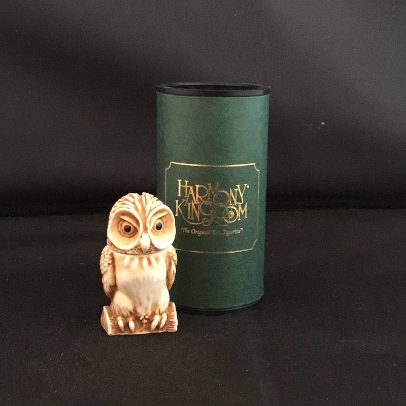 Yeoman Of The Guard is a Harmony Kingdom pendant made from crushed marble in the UK. This little guy will be a real &#039;hoot&#039; hanging around your neck.  He head unscrews to hide your treasures inside.<br /> 2&quot; tall<br /> 1&quot; wide