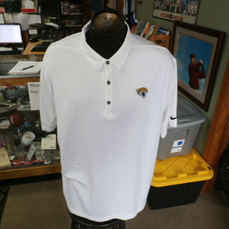 "Title: Jacksonville Jaguars white Nike polo 3XL #30725<br /> Our Clothes Rating: 3- Good Condition<br /> Brand: Nike<br /> size: Men's 3XL- (Across chest: 28"" Length: 31"")<br /> color: white<br /> Style: short sleeve; embroidered<br /> Condition: 3- Good Condition - minor wear; a couple of medium-sized snags<br /> Item #: 30725<br /> Shipping: FREE"