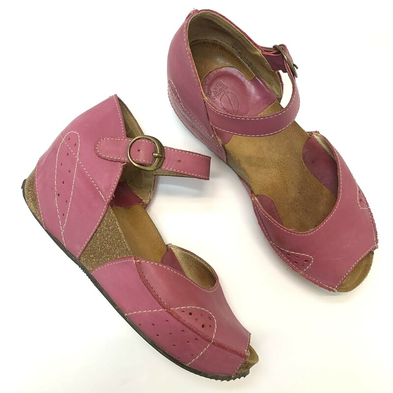 Sergio Tomani Wedged sandals<br /> Rose colored Leather<br /> Size: 9.5