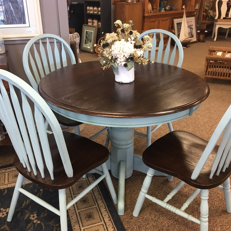Beautifully painted oak dining room set.