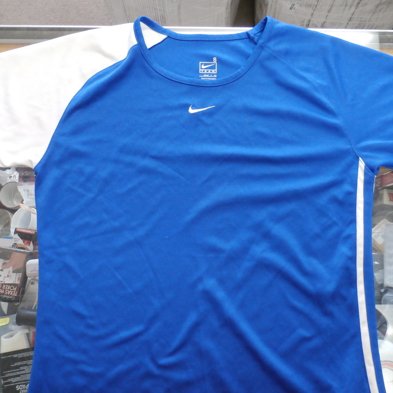 38e83c7b82 Nike Women s shirt size Small blue polyester  30594 br    Rating  (