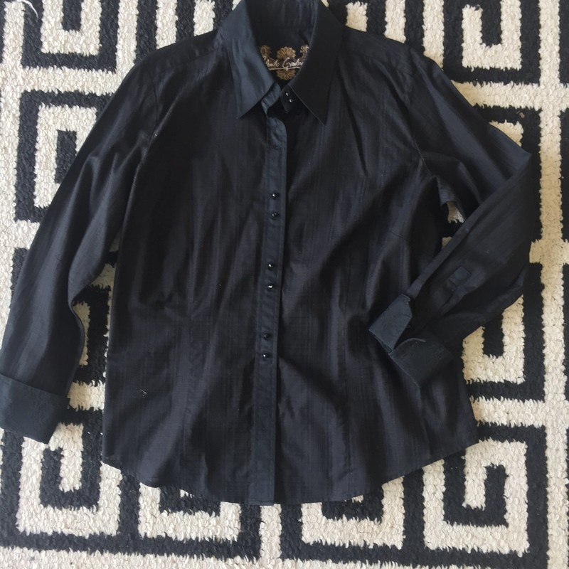 Like new Robert Graham long sleeved top, sized extra large. Black stripes throughout. 100% cotton, dry clean only. Retail approx: $278