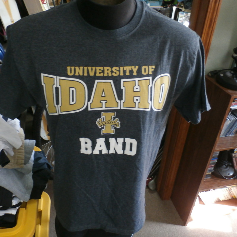 "University of Idaho Vandals Band gray Russell shirt size medium #30077<br /> Rating: (see below) 3- Good Condition<br /> Team: Idaho Vandals<br /> Player: n/a<br /> Brand: Russell<br /> Size: Men's Medium- (Measured Flat: chest 22"", length 27"")<br /> Color: gray<br /> Style: short sleeve; screen printed<br /> Material: tag missing<br /> Condition: 3- Good Condition: minor wear and fuzz from use and washing (see photos)<br /> Item #: 30077<br /> Shipping: FREE"
