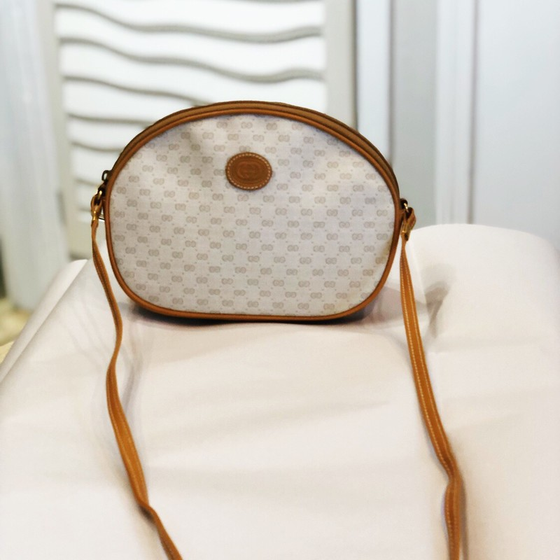 "Vintage Gucci Crossbody, Mono, Size: 8.5"" w, 7"" Tall, 2"" deep, strap drop is 20"", on a woman 5'8"" it lands on the hip when crossed. Condition is very good to excellent!"