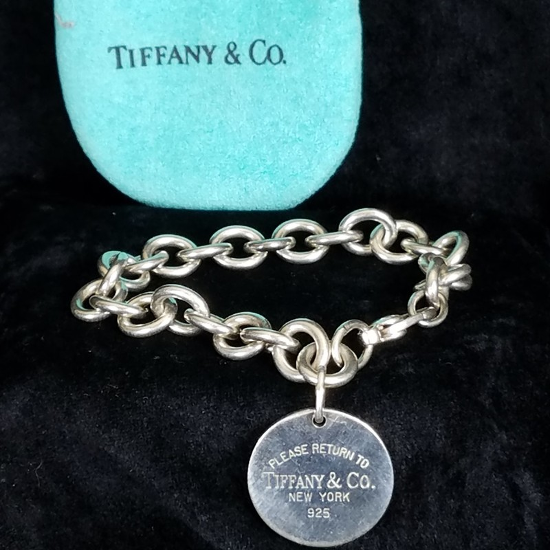 TIFFANY &amp; CO<br /> CLASSIC SILVER BRACELET<br /> Inspired by the iconic key ring first introduced in 1969, the Return to Tiffany collection is a classic reinvented. Simple yet stunning, this bracelet exudes a timeless elegance.<br /> NEW $310