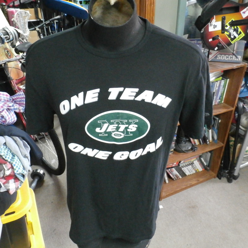 "New York Jets ""One Team"" New Era shirt black size tag missing polyblend #29282<br /> Rating: (see below) 3- Good Condition<br /> Team: New York Jets<br /> Player: n/a<br /> Brand: New Era<br /> Size: Tag missing- (Measured Flat: Across chest 21""; Length 28"")<br /> Measured Flat: underarm to underarm; top of shoulder to bottom hem<br /> Color: black<br /> Style: short sleeve; screen printed<br /> Material: 50% polyester 38% cotton 12% rayon<br /> Condition: 3- Good Condition: minor wear and fuzz from use; printing defect on ""G"" on front (see photos)<br /> Item #: 29282<br /> Shipping: FREE"