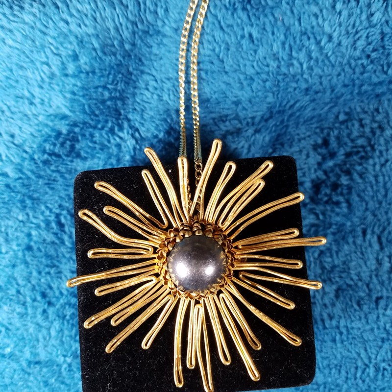 VINTAGE PIN OR NECKLACE<br /> 30&quot; CHAIN<br /> NO MARKINGS<br /> PIN IS 3&quot;X3&quot;<br /> AND THE CENTER IS 1&quot;