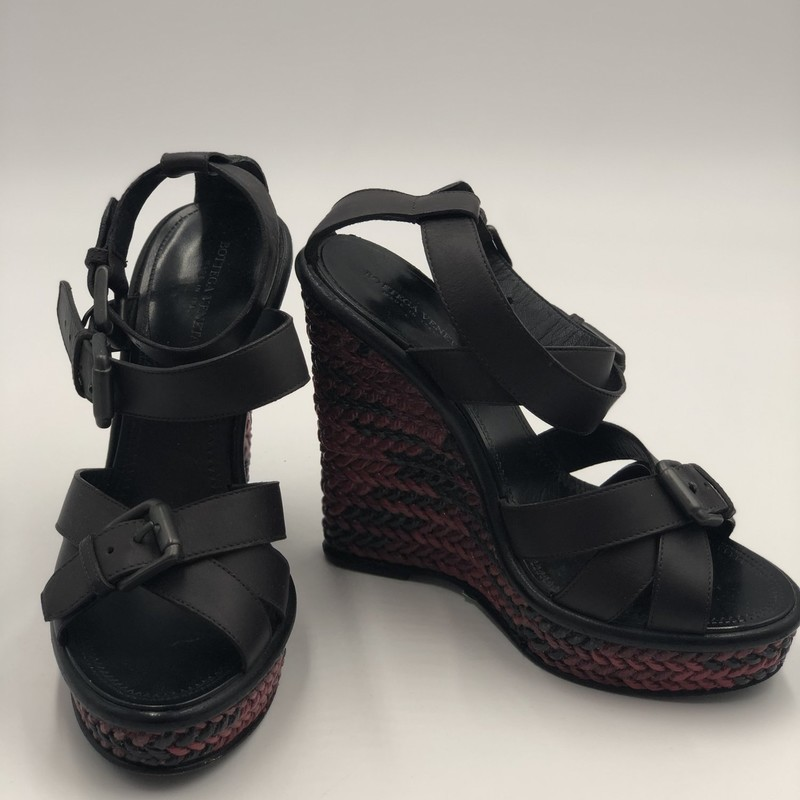 Bottega Venetta Wedge, Brn.Red, Size: 35.5<br /> <br /> Condition: GOOD. Normal wear on soles<br /> <br /> Platform Height: 1&quot;<br /> Wedge Rise: 5&quot;