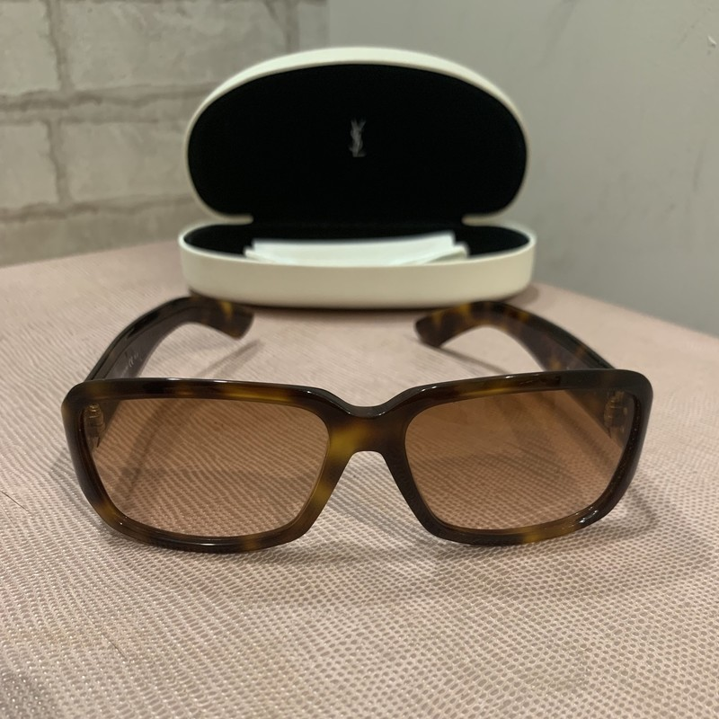 Yves Saint Laurent Sunglasses in Havana Brown<br /> <br /> Exclent condition. No visable ware! These are the perfect sunglasses for the summer.