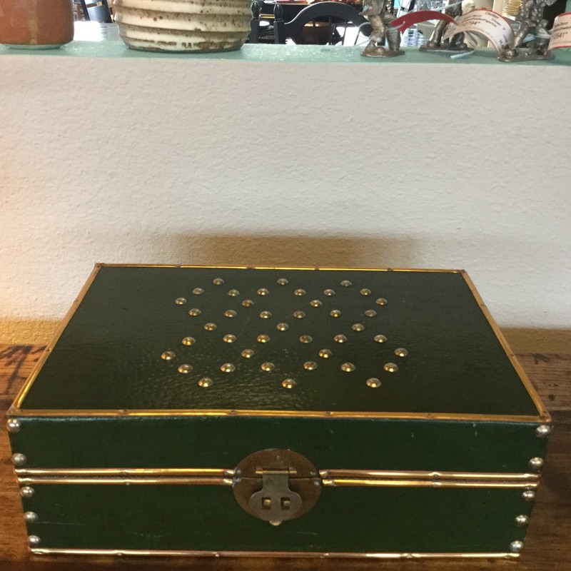 Studded Leather Box, Green, Size: 12.8.4