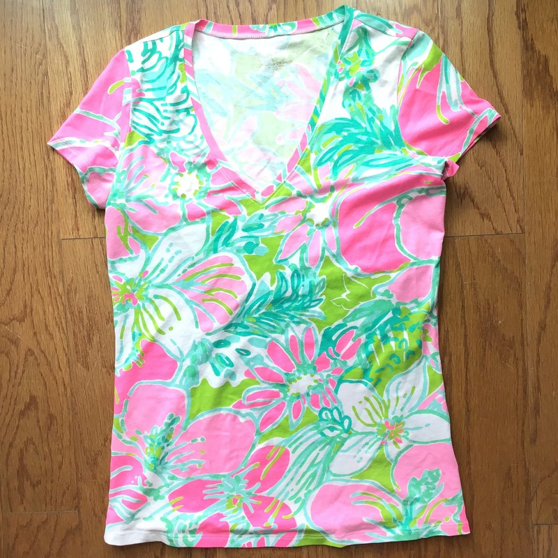 Lilly Pulitzer Shirt, Cluck, Size: Xs<br /> <br /> <br /> WOMENS SIZE<br /> <br /> <br /> ALL ONLINE SALES ARE FINAL. NO RETURNS OR EXCHANGES.