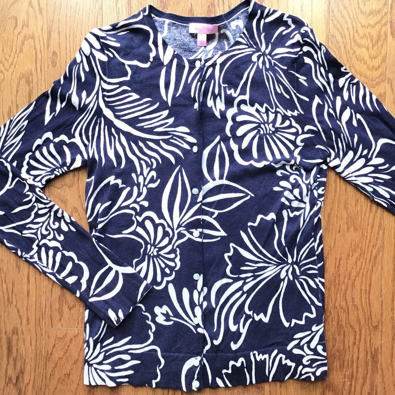 Lilly Pulitzer Cardigan, Navy, Size: Medium<br /> <br /> <br /> WOMENS SIZE<br /> <br /> FABRIC IS THIN AND LIGHT<br /> <br /> LIGHT WASH WEAR ON NAVY<br /> <br /> <br /> ALL ONLINE SALES ARE FINAL. NO RETURNS OR EXCHANGES.