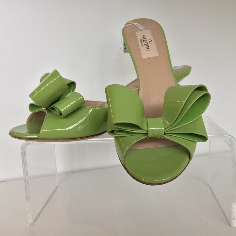 Valentino Garavani bow heel. Green patent leather with nude soles. Good condition, one small mark on heel (included in picture). Wear on bottoms from use. Size 38 (7.5). 2.5 in heel.
