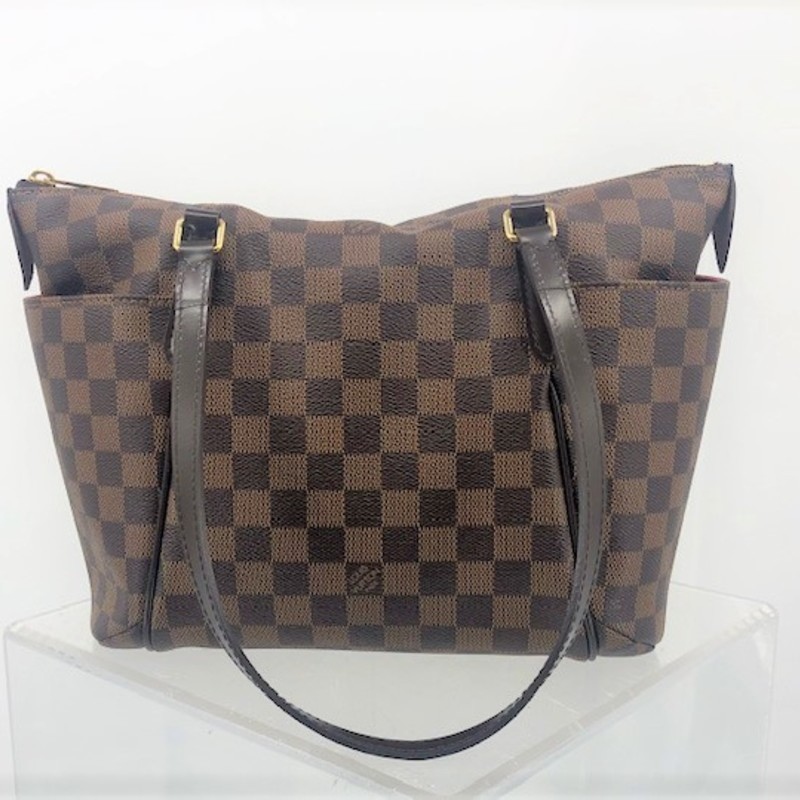 Louis Vuitton damier totally shoulder bag<br /> <br /> PM size, practically new! Includes original dust bag and box