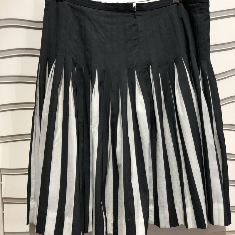 "J Crew Pleated Skirt, Gray, Size: 12<br /> Lovely skirt in excellent condition. 22"" length"