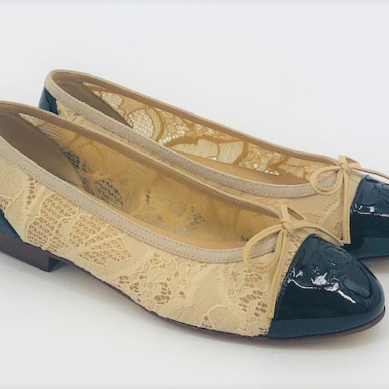 Chanel nude lace ballet flats, black patent captoes, amazing condition size 6/36