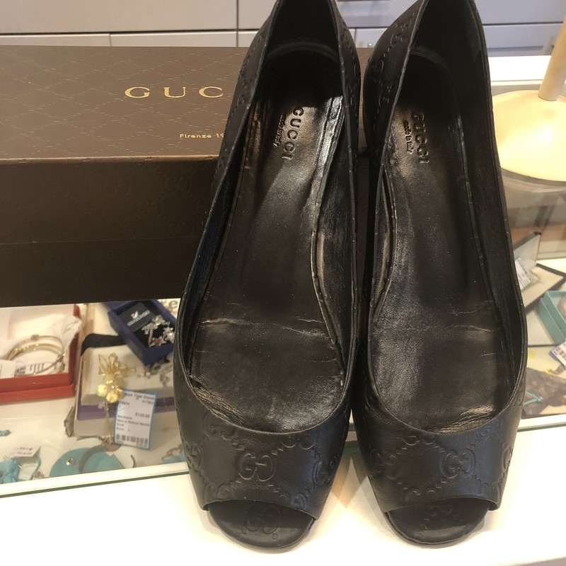 Gucci GG Leather Slides, Black, Size: 40<br /> Very good condition. fits like a 9.5