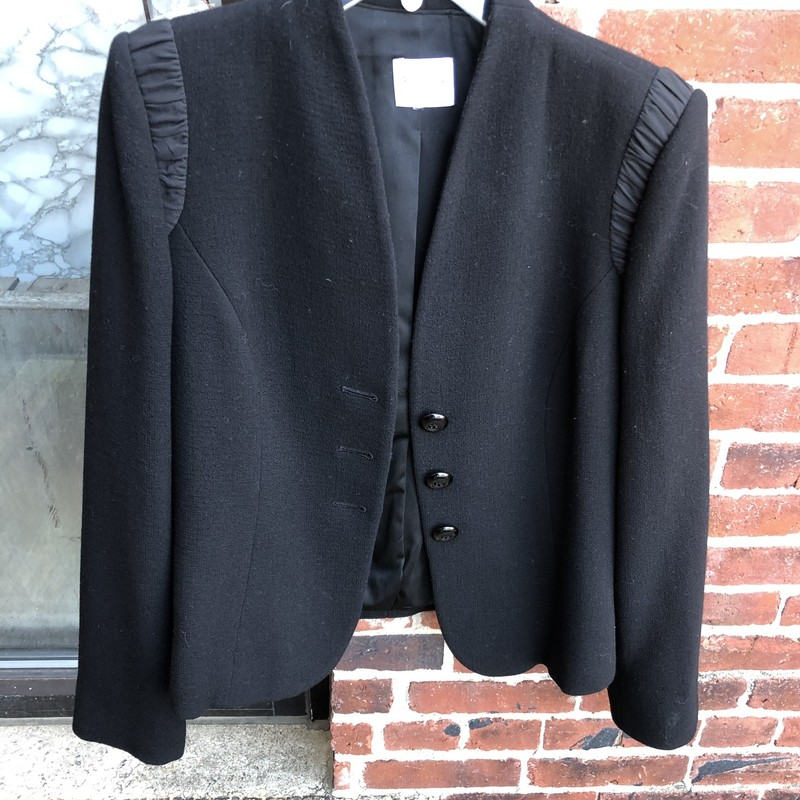 Armani Collezioni Blazer, Black, Size: 10<br /> lined and well made, retail over $1800. Very well appointed and flattering!