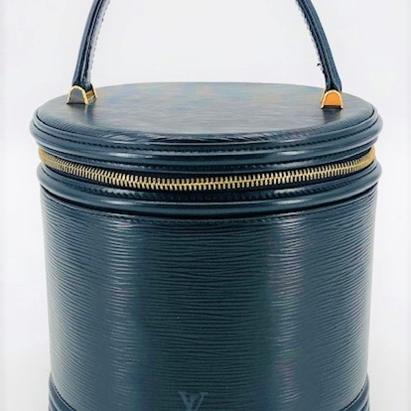 "Louis Vuitton black epi barrel bag<br /> In excellent vintage condition with it's original lock<br /> <br />  Measurements:<br /> 7.5"" h cylinder<br /> 8"" w at base<br /> 4"" strap drop"