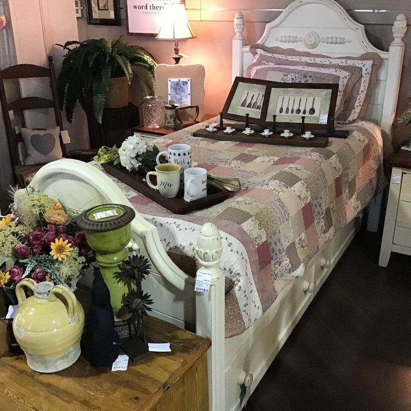 "This pretty cream twin bed from Lexington Furniture has a trundle underneath (looks like drawers). The trundle comes with a bunky board, too! Perfect for your spare bedroom or a child's room for sleepovers!<br /> Dimensions are 82"" x 42"" x 56""."