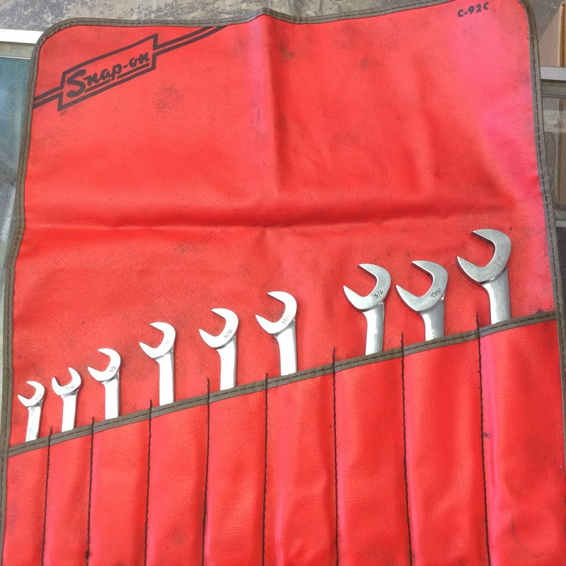 Snap On 9-Piece Angle Head SAE Open End Wrench Set (3/8&quot; - 7/8&quot;) Open Ends are Offset 30 &amp; 60 Degree to the Handle. Both Ends are Same Size to Permit Use of One Wrench in 4 Positions<br /> <br /> *MADE IN USA*