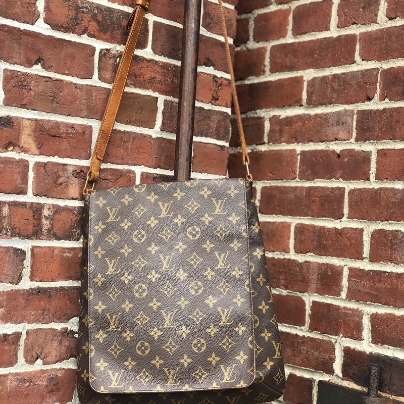 Louis Vuitton Musette Sal, Mono, Size: .LV<br /> Strap shows some dryness and cracking buy wtil very functional. Canvas part in excellent condition.