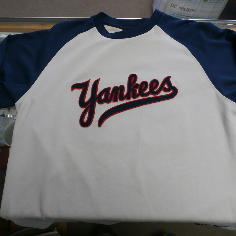 "Nike Men's New York Yankees Mattingly sweatshirt gray & blue size XL #32712<br /> Rating: (see below) 3- Good Condition<br /> Team:New York Yankees<br /> Player: Team<br /> Brand: Nike : Cooperstown Collection<br /> Size: Men's XL- (Measured Flat: Across chest 24""; Length 32"")<br /> Measured Flat: underarm to underarm; top of shoulder to bottom hem<br /> Color: gray & blue<br /> Style: embroidered; crew neck pullover<br /> Material: 87% polyester 13%cotton<br /> Condition: 3- Good Condition: wrinkled; minor pilling and fuzz;<br /> Item #: 32712<br /> Shipping: FREE"