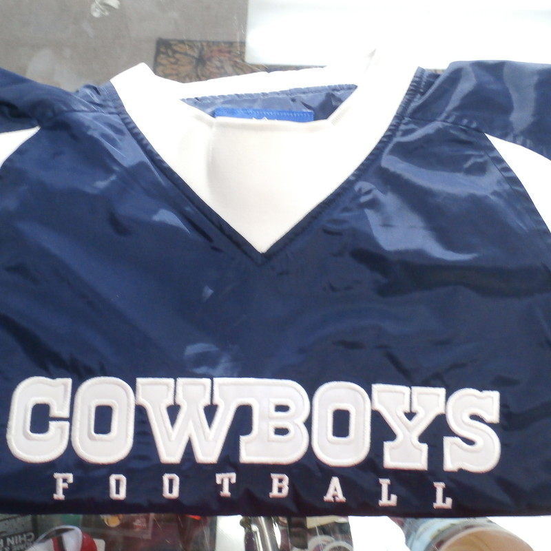 "Reebok Men's Dallas Cowboy's pullover Jacket size M blue #32736<br /> Rating:   (see below) 3- Good Condition<br /> Team: Dallas Cowboy's<br /> Player:  Team<br /> Brand: Reebok<br /> Size: Men's   Medium (Measured Flat: across waist 23"", length 29"" )<br /> Measured flat: armpit to armpit; top of shoulder to the bottom hem<br /> Color: white & blue<br /> Style: pullover jacket; embroidered<br /> Material:   100% polyester<br /> Condition: - 3- Good Condition - wrinkled; minor pilling and fuzz; shows light signs of wear;<br /> Item #: 32736<br /> Shipping: FREE"