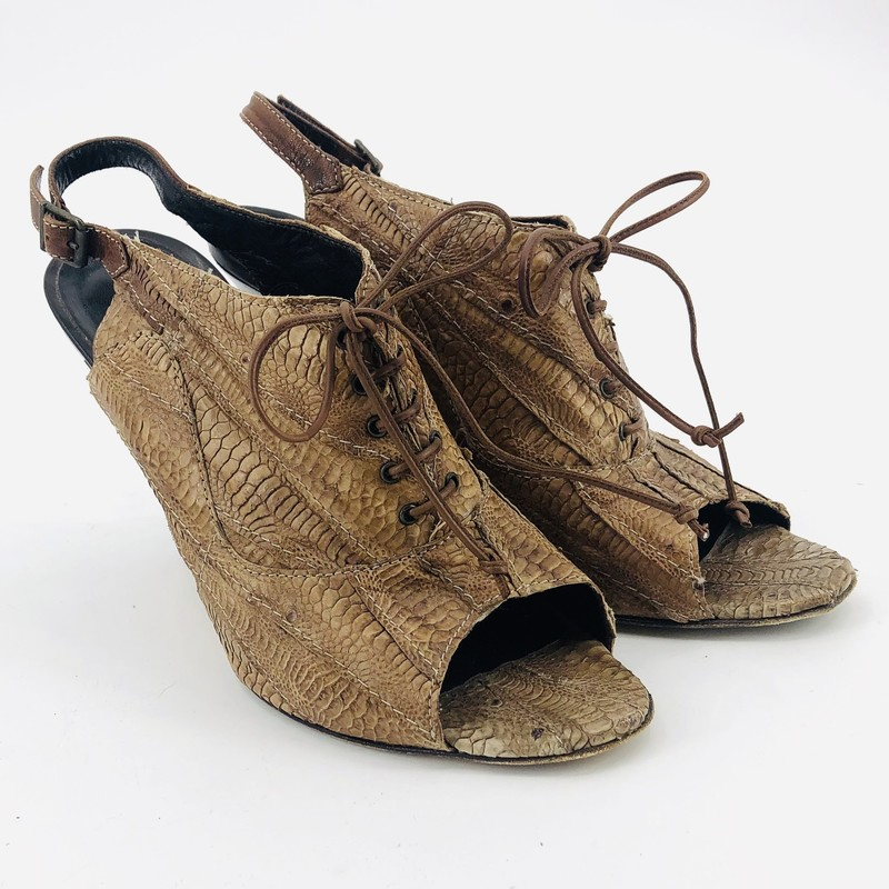 Manolo Brown Textured Booties<br /> <br /> size 11