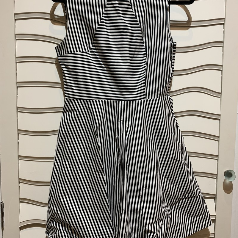 Striped dress from Kate Spade Saturday line in a size 6. Cute and in good condition! Order now!