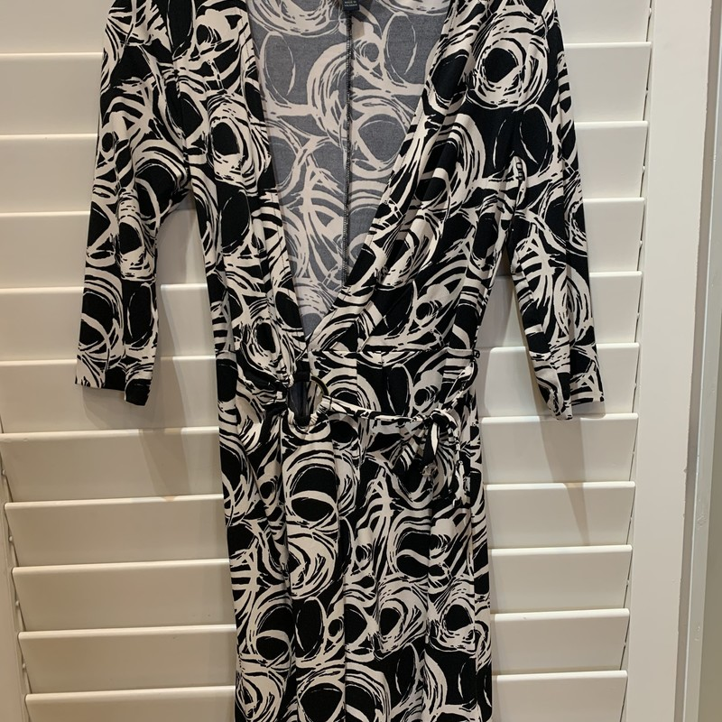 Fun wrap dress from Banana Republic with gold wring along the waist. Size XS.