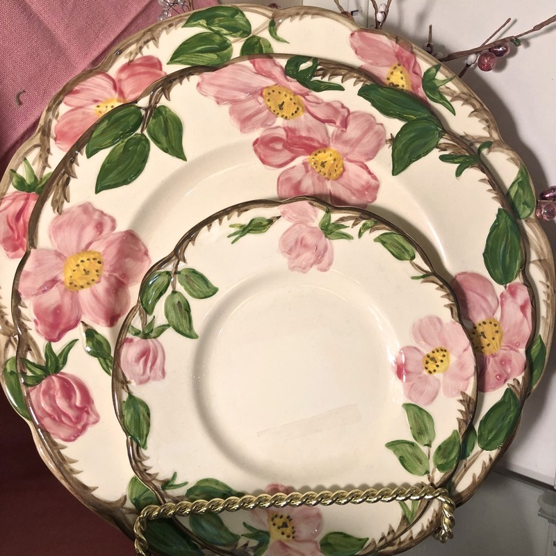 Dinnerware Desert Rose Vintage Size: 21 Pc