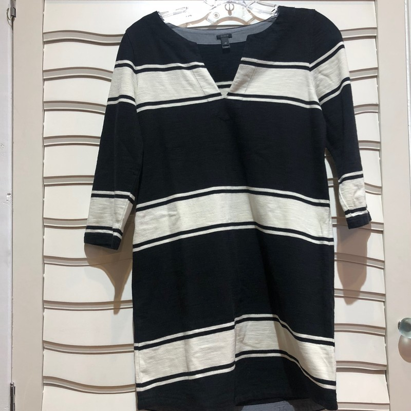 Comfy long sleeve dress from J Crew. Navy with white stripes of varying sizes, this dress is fun and effortless to style. Size XS.