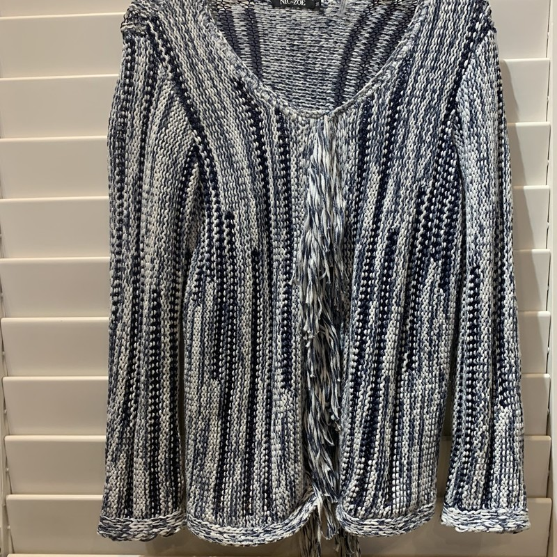Gorgeous Nic + Zoe sweater. Perfect weight for early fall, end of summer. Size medium.