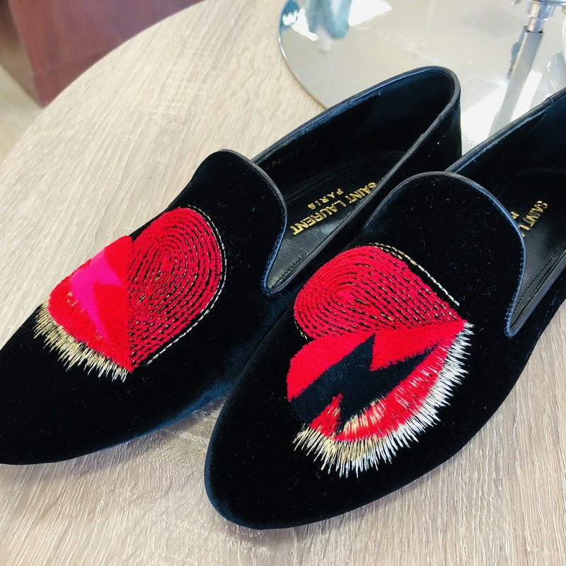 LIKE NEW Saint Laurent black velvet smoking slippers, cute heart embroidery<br /> <br /> Size 38