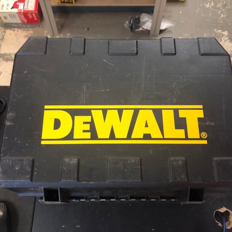 "DEWALT DC390K 18V XRP 6-1/2"" Cordless Circular Saw & work Light Kit."