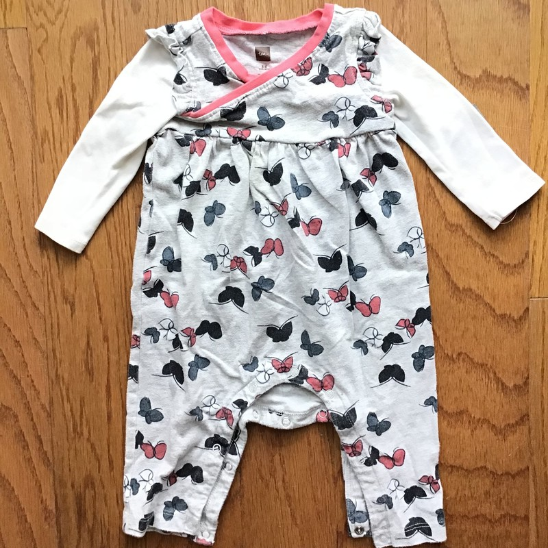Tea Collection Romper, Gray, Size: 3-6m<br /> <br /> <br /> Light pilling<br /> <br /> ALL ONLINE SALES ARE FINAL.