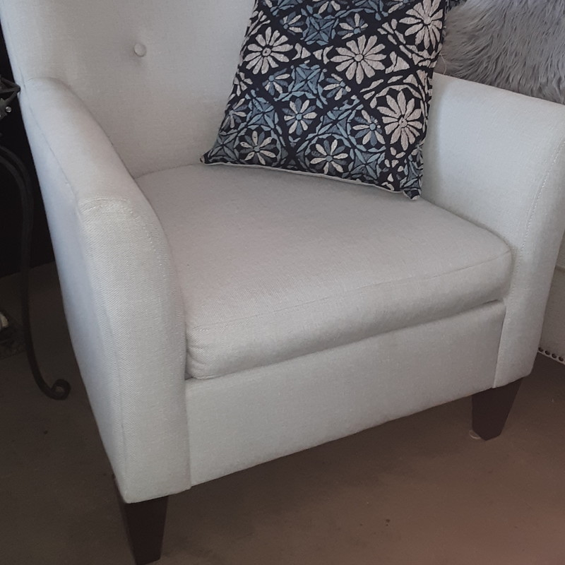 WHITE ACCENT CHAIR, None, Size: None