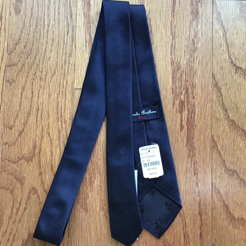 Brooks Brothers Tie NEW, Navy<br /> <br /> BRAND NEW WITH $44 TAG<br /> <br /> <br /> ALL ONLINE SALES ARE FINAL. NO RETURNS OR EXCHANGES.