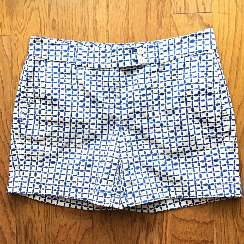 Vineyard Vines Short, Blue, Size: 4<br /> <br /> Womens size<br /> <br /> ALL ONLINE SALES ARE FINAL. NO RETURNS OR EXCHANGES.