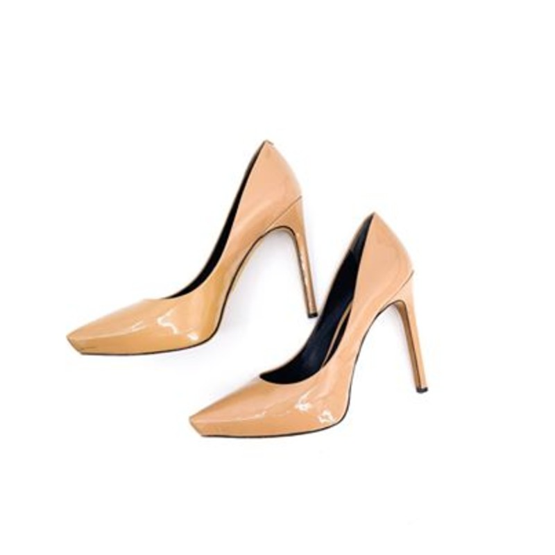 Rachael Roy tan patent pumps<br /> <br /> size 9