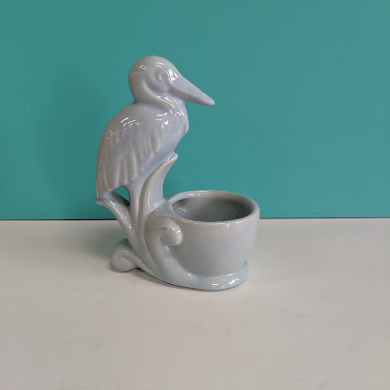 Planter Bird AS-IS<br /> Blue<br /> Size: 4.5x3x6<br /> <br /> Small crack on beak as shown in picture