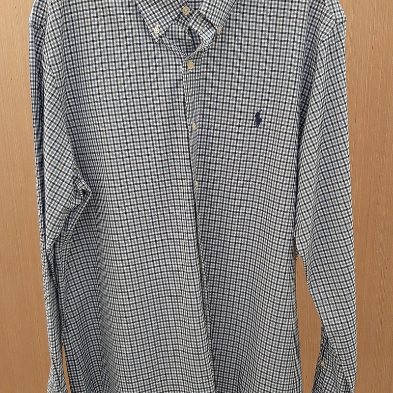 Ralph Lauren Classic Fit Dress Shirt. 100% Cotton. Very classy  dress shirt. Great for any setting whether casual or office. In excellent condition.