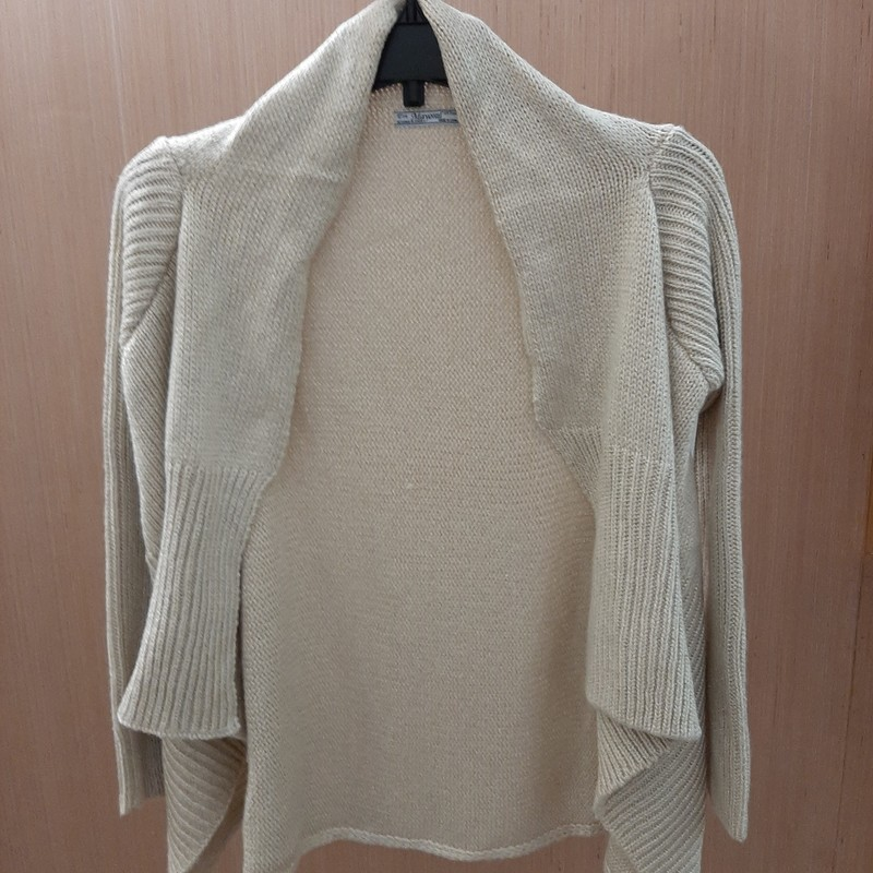 Great condition heavy cardigan sweater. Gold in color with gold thread throughout adding a bit of shimmer.