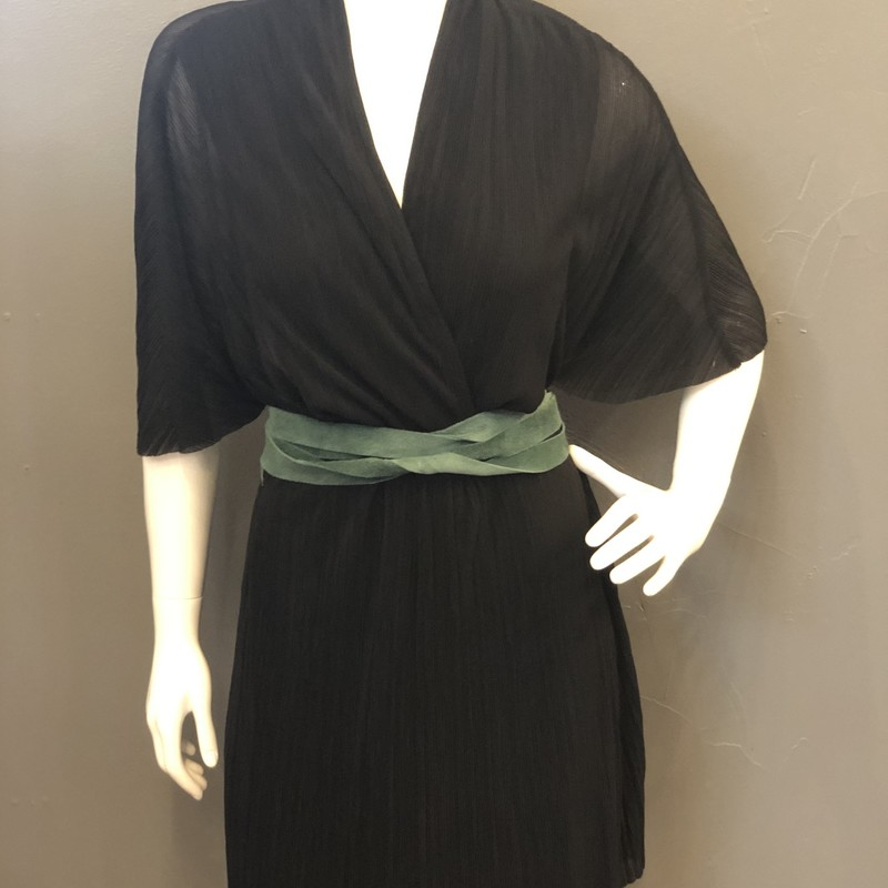 Free People Sheer Short Sleeve Wrap Dress with Belt<br /> Black & Green, Size: M<br /> <br /> Shell: 100% Polyester<br /> Lining: 100% Rayon<br /> <br /> New With Tags