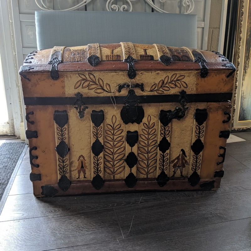 Trunk Painted Humpback<br /> Tan<br /> Size: 34.5x20x25<br /> <br /> one missing handle