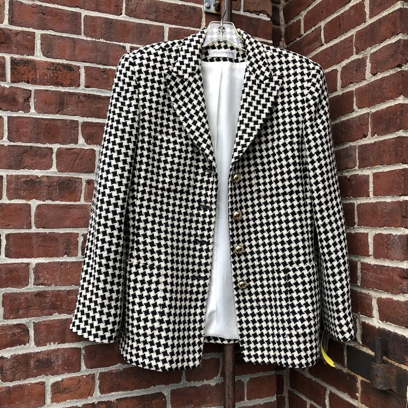 Mezzanotte Houndstooth Bl, Black, Size: 10<br /> Mint vintage condition. Has shoulder pads, a stunning statement piece