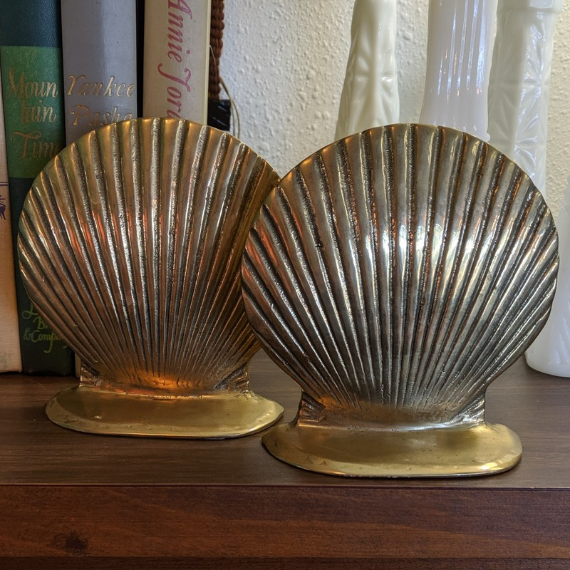 "Shell Bookends, very good vintage condition with original patina. Made in Taiwan c. 1980s<br /> <br /> Brass<br /> Size: 4.75""h"