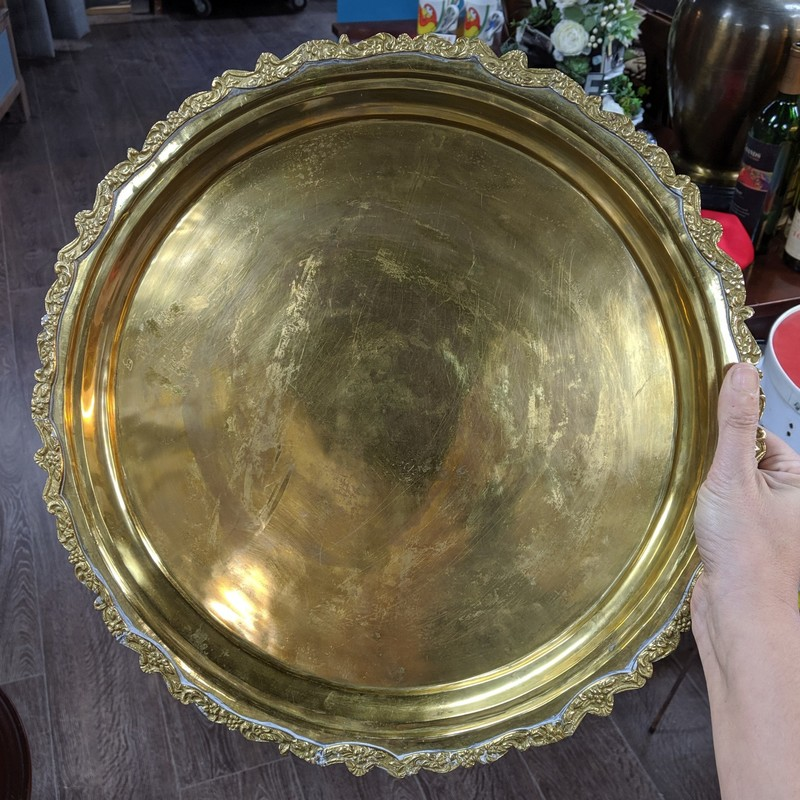 Round Tray. Made in India<br /> Brass<br /> Size: 16""